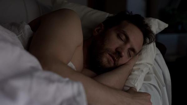 helpt slapen tegen verkoudheid