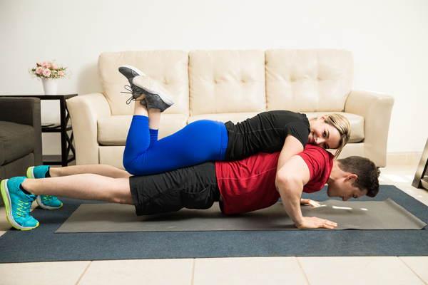 schouders trainen thuis zonder gewichten